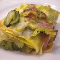 Lasagna verde e rosa (zucchine, cotto e pesto)
