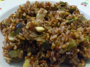 Riso rosso integrale alle verdure e mandorle croccanti
