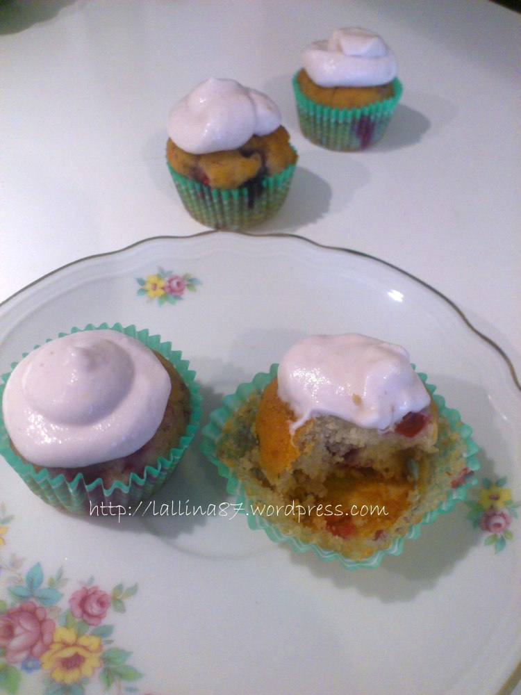 Mini muffin ai frutti di bosco con crema di yogurt (gluten free) (5/6)