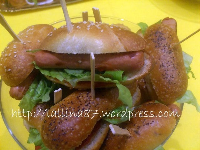mini hot dogs e hamburgers (2)