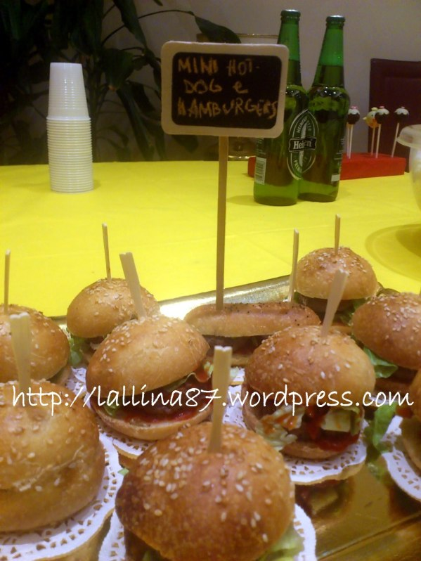 mini hot dogs e hamburgers (3)