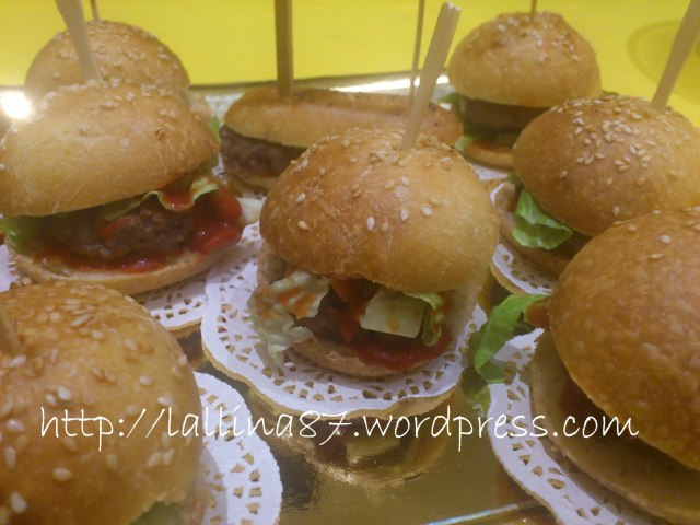 mini hot dogs e hamburgers (4)